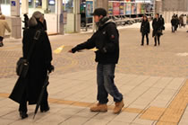写真:EVの街頭活動
