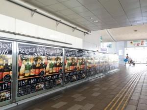 秋田駅東口に掲示されたポスター